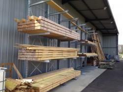 Les bois sont stockés à l'abri